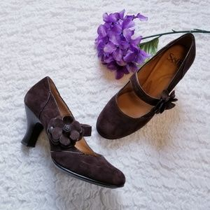 Flower Mary Jane Style Leather Heels Size 9 Sofft